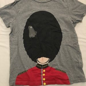 Boys London-themed T-shirt with Palace Guard.